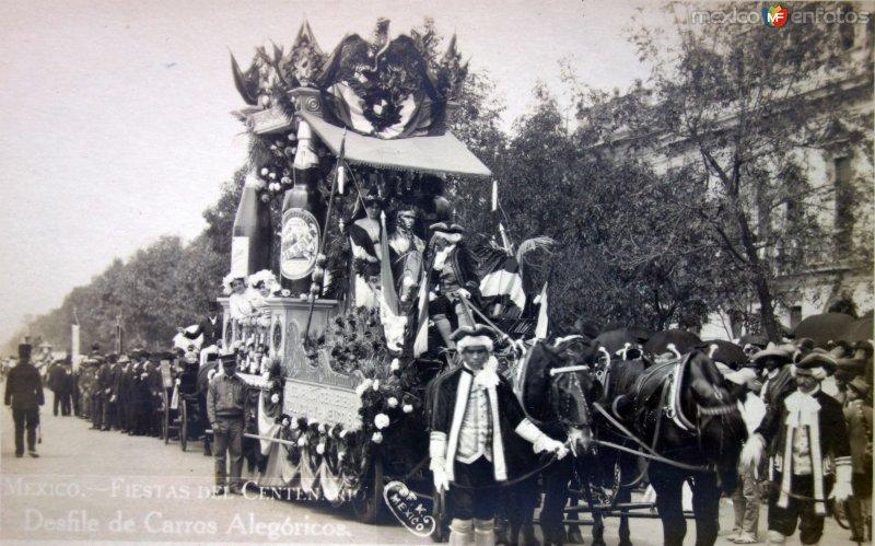 Desfile de carros alegoricos Fiestas del Centenario ( Sep-1910 ) por el Fotógrafo Fernando Kososky.