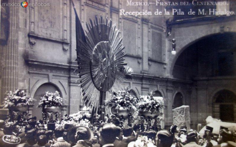 Recepcion de La Pila Bautismal de  M Hidalgo Fiestas del Centenario ( Sep-1910 ) por el Fotógrafo Fernando Kososky.