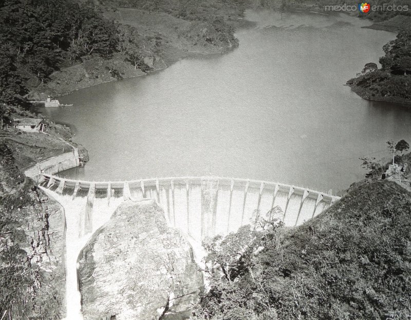 Presa y planta hidroeléctrica de Tuxpango ( Fechada en 1925 ).
