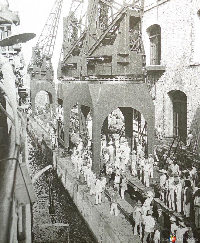 Congestionamiento en los muelles de carga ( Fechada en 1922 ).