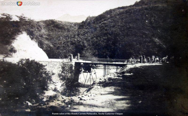 Puente sobre el Rio Hondo Carrete Pichucalco, Tuxtla Gutierrez Chiapas ( Circulada el 9 de Agosto de 1927 ).