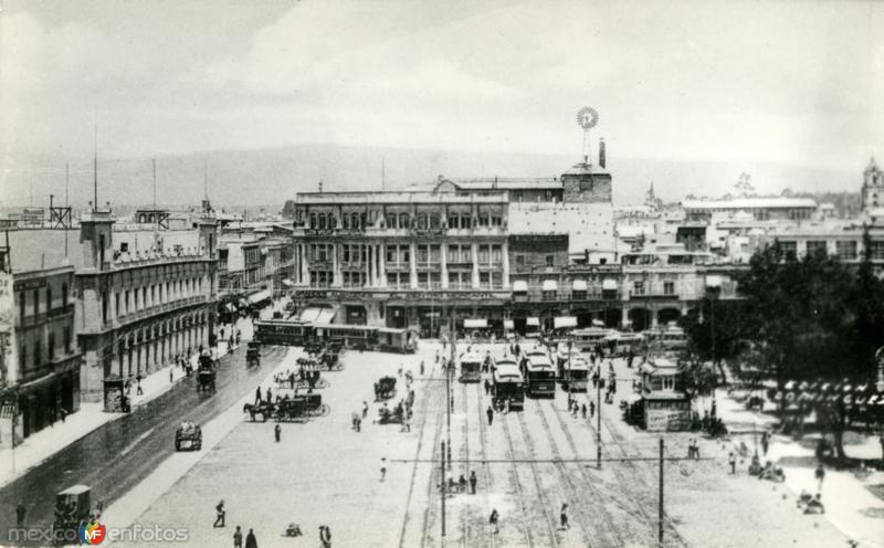 Zócalo, vista hacia el Centro Mercantil