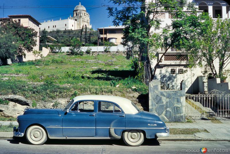 Vista del Obispado desde una calle aledaña (circa 1955)