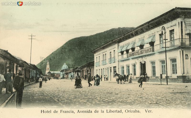 Hotel de Francia y Avenida de la Libertad