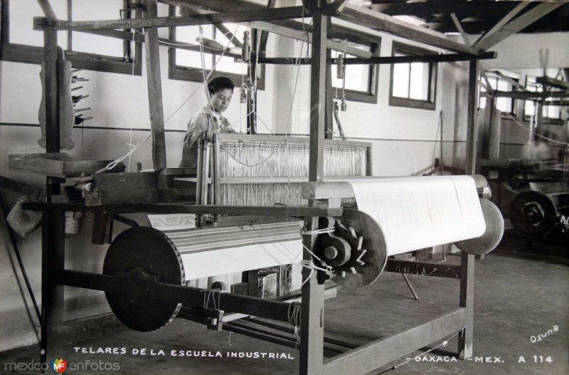 Telares de la escuela Industrial.
