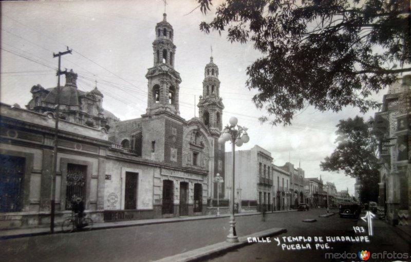 Calle y templo de Guadalupe.