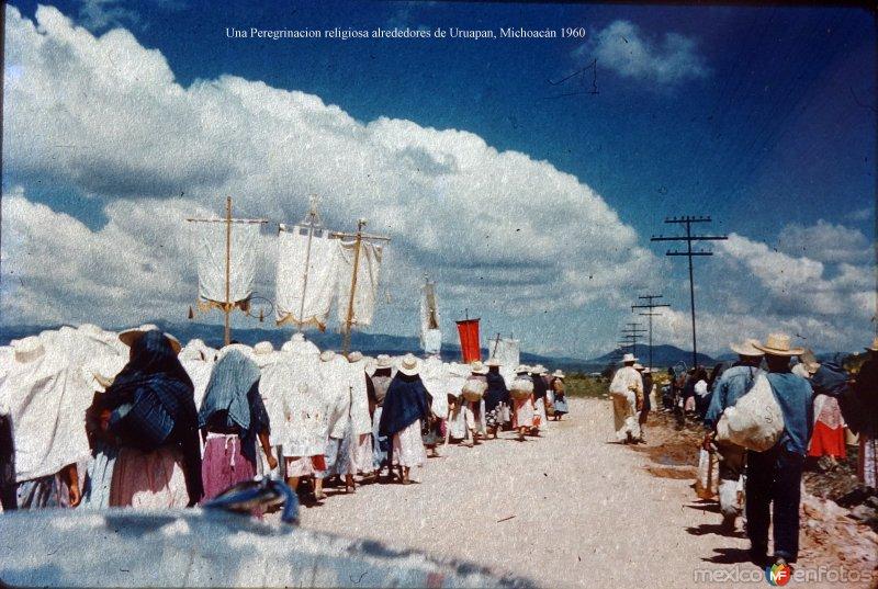 Una Peregrinacion religiosa alrededores de Uruapan, Michoacán 1960