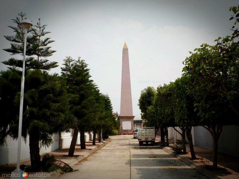 Obelisco del Palas Atenea Celaya