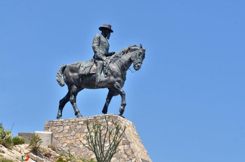 Estatua ecuestre de Venustiano Carranza