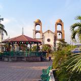 Plaza Principal y Parroquia de San Blas