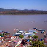 Embarcadero y lago de Pátzcuaro