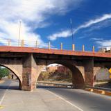 Puente sobre el viaducto