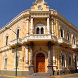 Fachada estilo neoclásico. Palacio de los Olotes