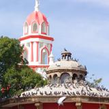 Kiosko y torre de la Parroquia de San Pedro