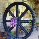 Antiguo engrane de maquinaria de la mina