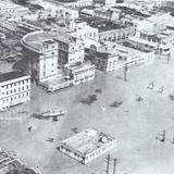 """Plaza """"Hijas de Tampico"""" sumergida durante la inundacion de 1955"""