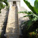 Hotel Paradise Village, pirámide
