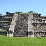 zona arqueológica de Yohualichán, en donde sus piramides tienen nichos