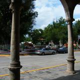 Plaza principal de Valle de Allende desde los arcos