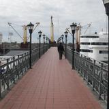 puente que cruza las vias del trea hacia -aduana antigua-
