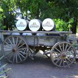 Barriles de roble blanco y carreta. Fábrica la Cofradía