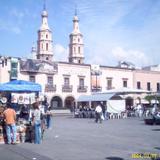 Torres de la Catedral y plaza principal. León, Gto.