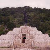 """Monumento al último emperador Azteca """"Cuauhtemoc"""". Ixcateopan, Gro."""