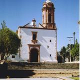 Parroquia de Guadalupe con su torre de cantera rosa. Real de Asientos, Aguascalientes