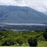 """Vista panorámica del cerro """"El Jumil"""" y la laguna de Tuxpan. Iguala de la Independencia, Gro."""