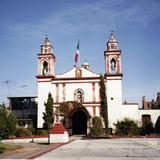 Templo en el centro de Metepec, a la derecha la iglesia del Calvario. Edo. de México