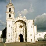 Portada del templo de San Nicolás de Bari, siglo XVIII. Panotla, Tlaxcala