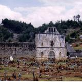Ruinas del templo antigüo y cementerio de San Juán Chamula, Chiapas