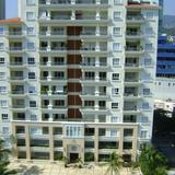 Condominios de lujo en la zona Dorada de Acapulco, Gro.