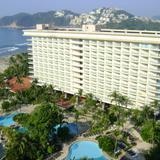 Albercas del Hotel Pierre Marqués y al fondo Punta Diamante. Acapulco, Gro