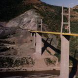 """Puente colgante """"Solidaridad"""" sobre el Río Mezcala. Analco, Gro. 1997"""