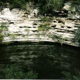 El cenote sagrado de los mayas. Chichén Itzá, Yucatán. 2000