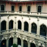 Arcos y patio central del palacio de gobierno, siglo XIX. Chihuahua, 2002
