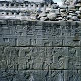 Relieves en piedra de la cultura totonaca. El Tajín, Veracruz. 2002