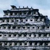 La pirámide de los nichos. El Tajín, Veracruz. 2002