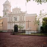 Atrio y fachada de la parroquia del Señor Santiago (Siglo XVIII). Huitzuco, Gro. 2008