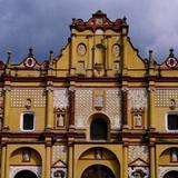 Fachada barroca de la Catedral (siglo XVI). San Cristobal, Chiapas. 2002