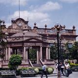 Kiosco y Palacio de Gobierno (siglo XVIII). San Luis Potosí. 2003