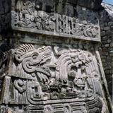 Relieve de la pirámide de la serpiente emplumada. Xochicalco. 2004