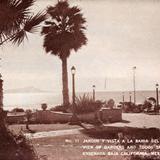 Jardín y vista a la bahía del hotel Playa