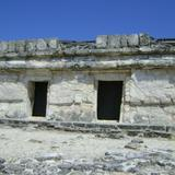 """Basamento piramidal en la zona arqueológica """"El Rey"""". Abril/2012"""