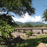 Puente sobre el arroyo Tepecoacuilco. Atetetla, Gro. Julio/2012