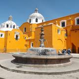 Fuente y cúpulas de la parroquis de San José. Tlaxcala. Septiembre/2012