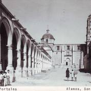 Iglesia y portales