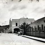 Vista de la escuela y Palacio