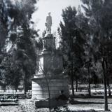 MONUMENTO A HIDALGO Hacia 1945